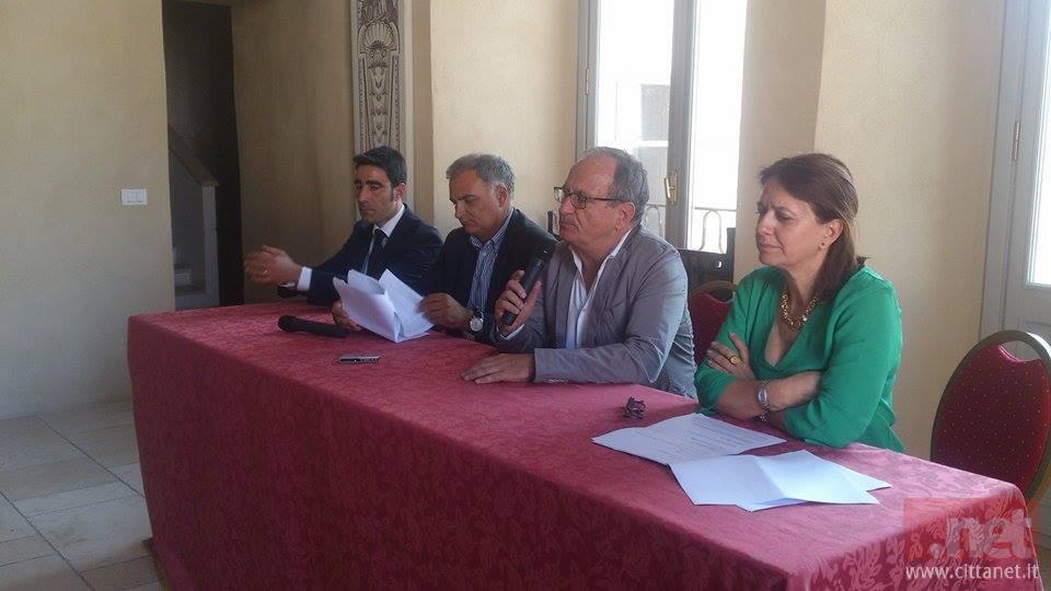 L'assessore regionale Lucia Valente durante un incontro a Fondi