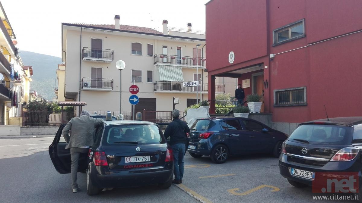 Il fermato nell'auto dei carabinieri prima di essere trasferito presso il carcere di Latina