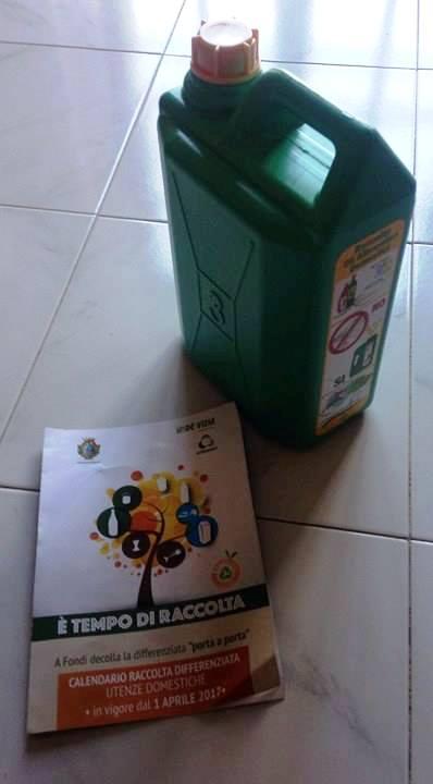 Il contenitore in cui si dovranno conferire gli oli vegetali