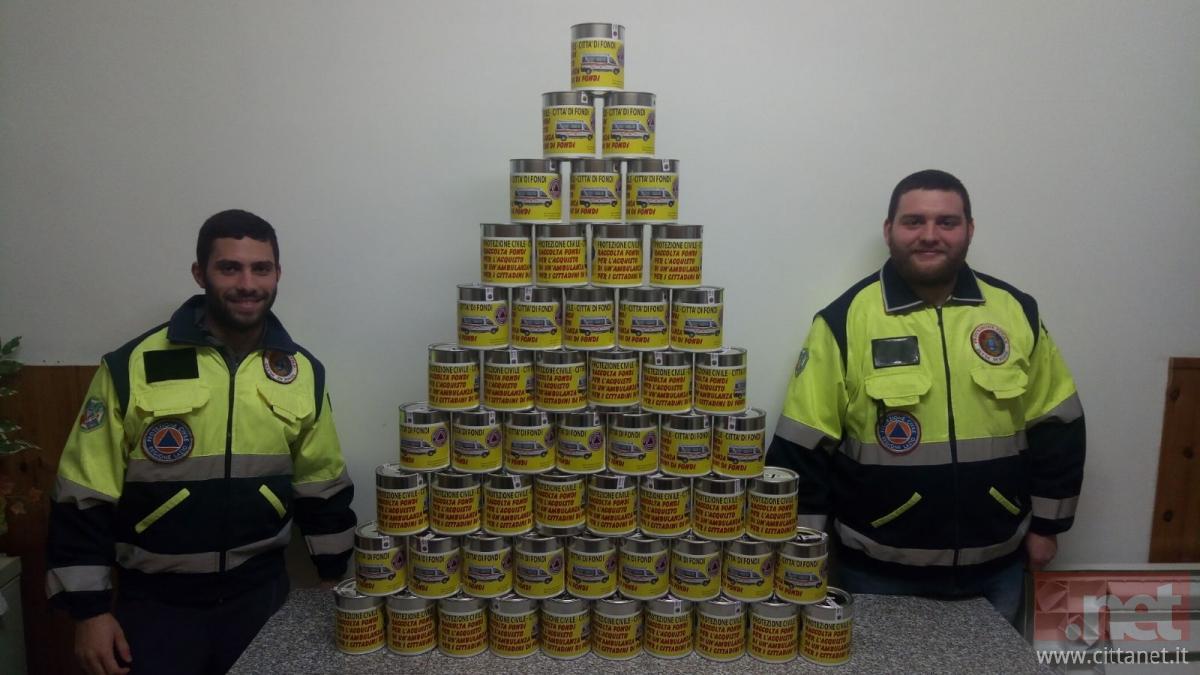 I salvadanai distribuiti per la città dalla protezione civile