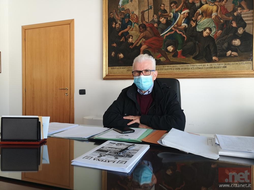 Il sindaco di Fondi Beniamino Maschietto nel suo ufficio