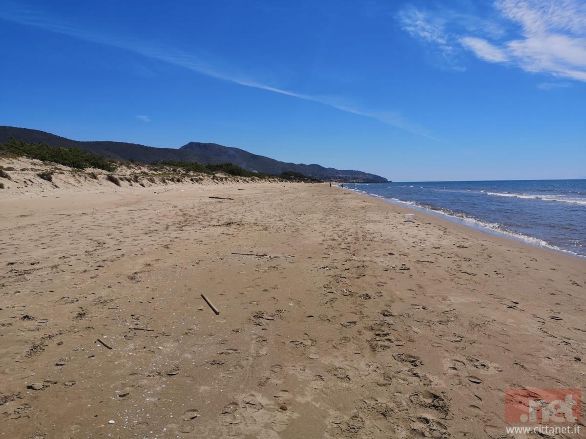 Fase 2 a Napoli, un'App per l'accesso alle spiagge libere